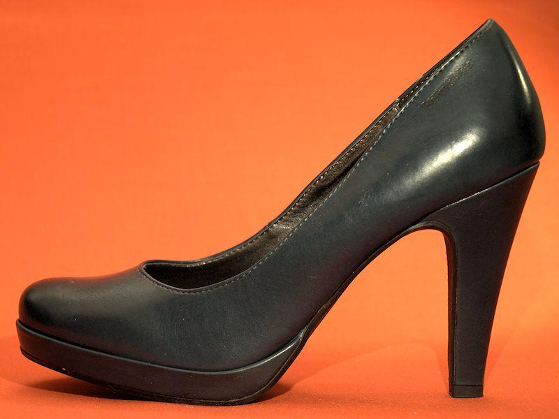 high heels sind f r g ttinnen pumps f r zimperliesen. Black Bedroom Furniture Sets. Home Design Ideas